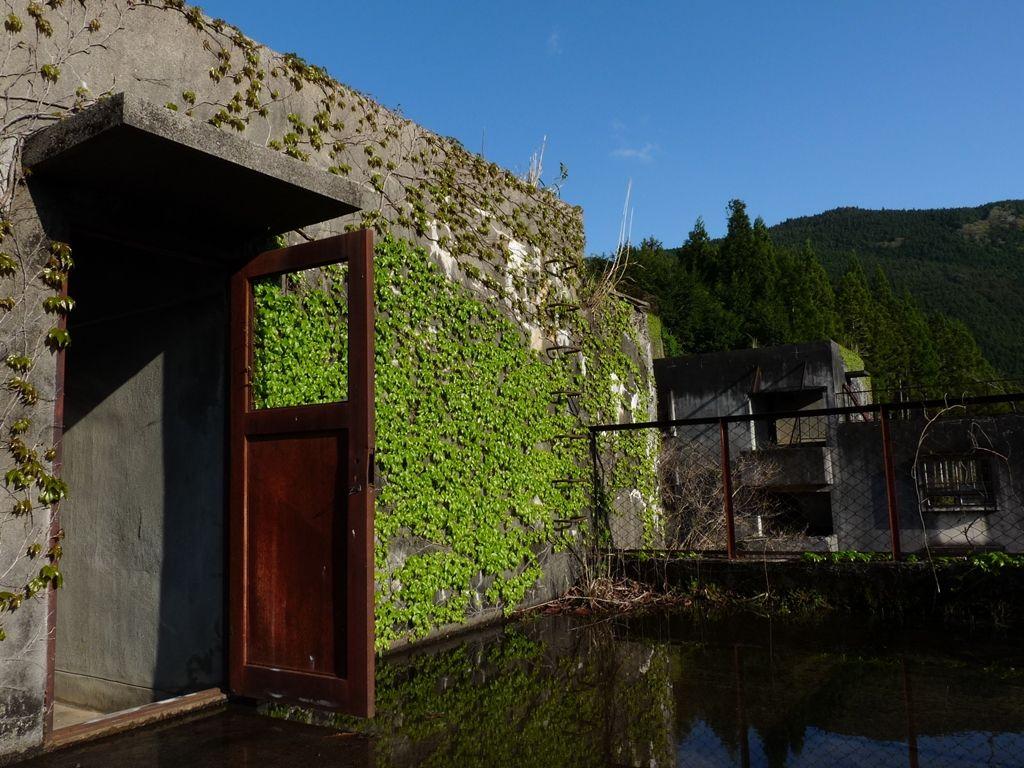 Det forladte Japan: Forfaldent hus med åben dør
