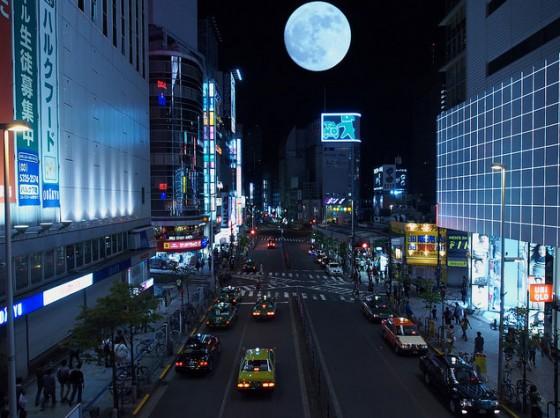 Shinjuku i månelyset