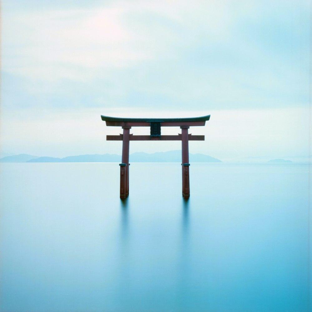 Torii i søen