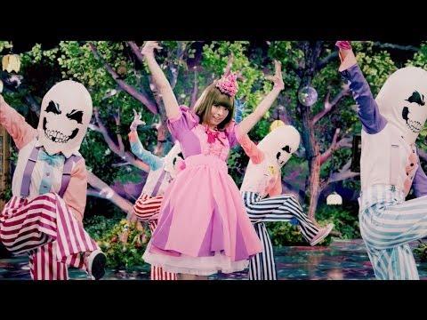 "Kyary Pamyu Pamyu ""Mottai Night Land"" musikvideo"