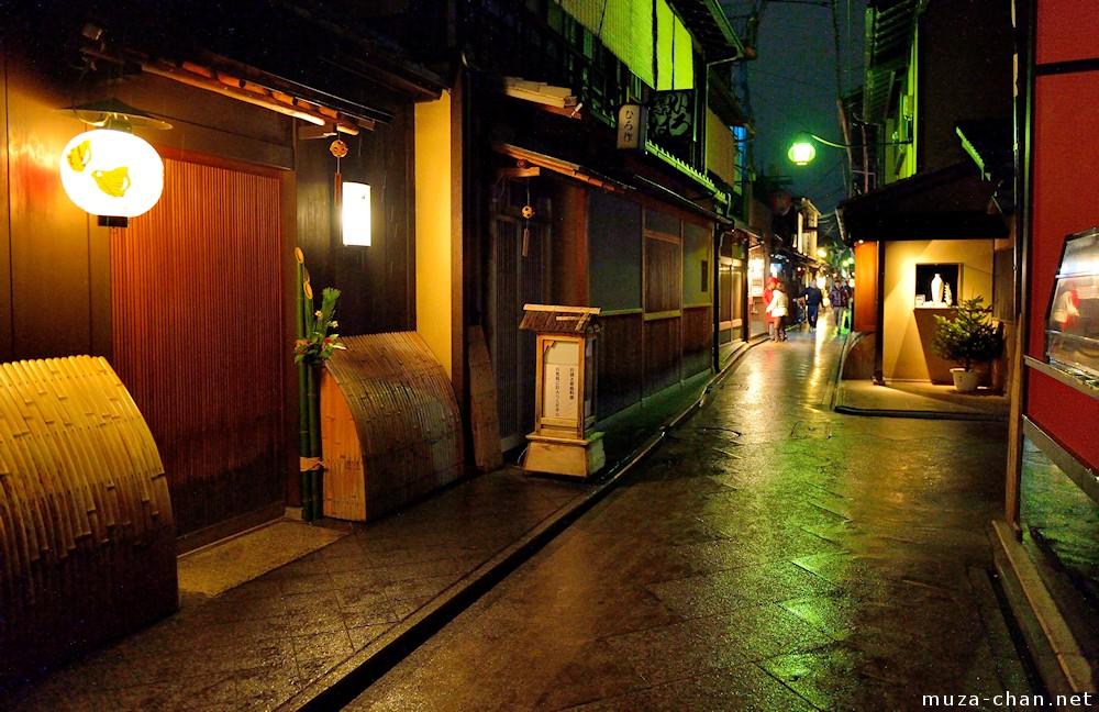 Regnfuld nat i Ponto-cho, Kyoto