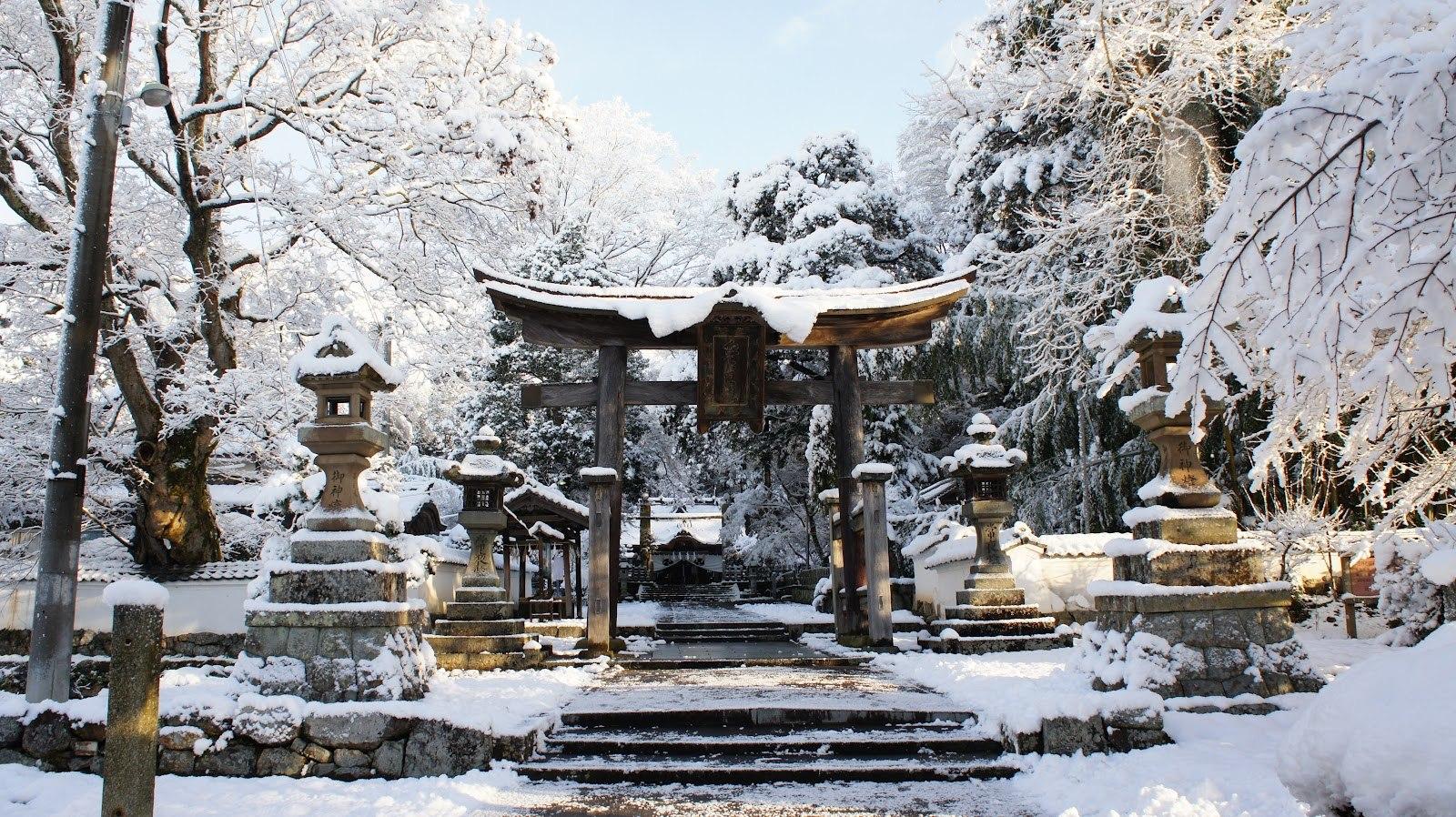 Japan foto: Tempel med sne