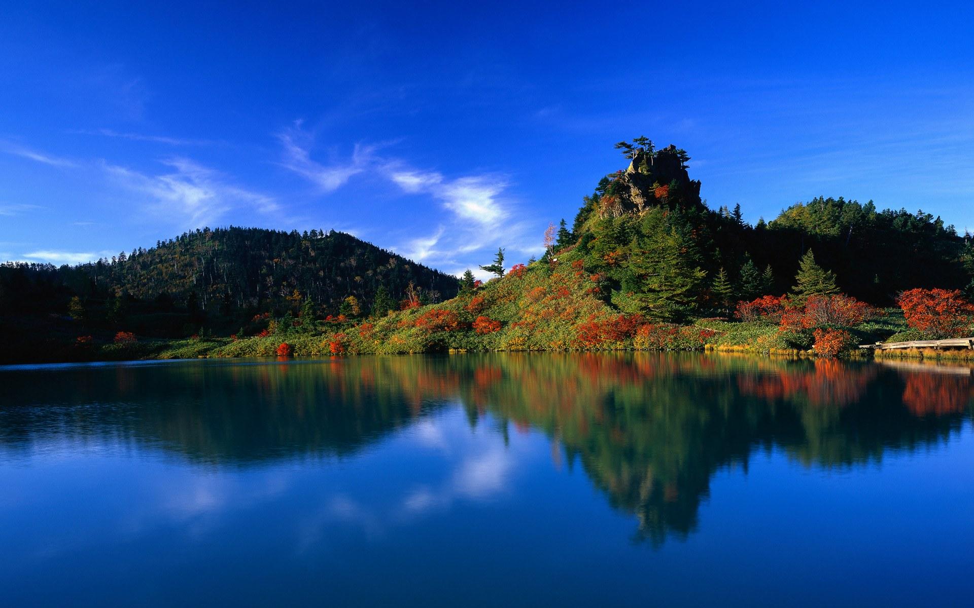 Japan foto: Reflektion af efterårstræer i Yumi-ike dammen, Gunma prefektur