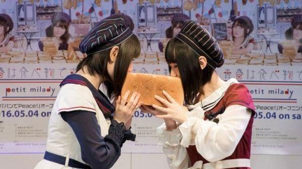 Taketatsu Ayana og Yuuki Aoi deler brød og kys