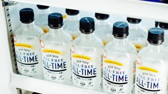 Suntory laver klar, alkohol-fri øl i plastflaske