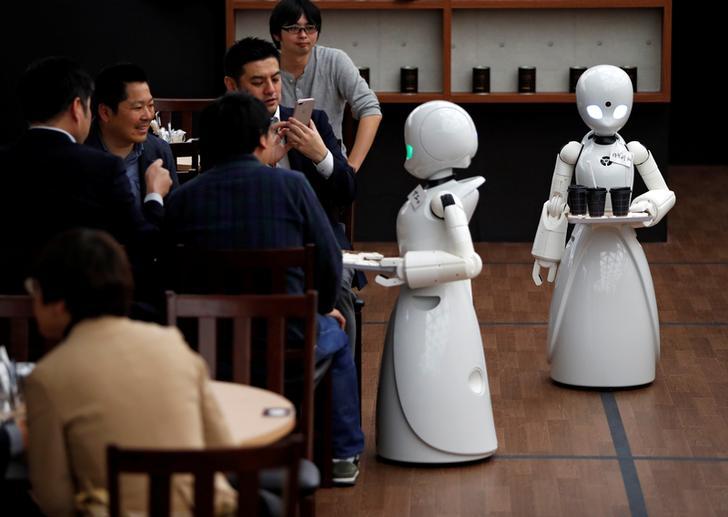 Tokyo får cafe med robot tjenere fjernstyret af handicappede