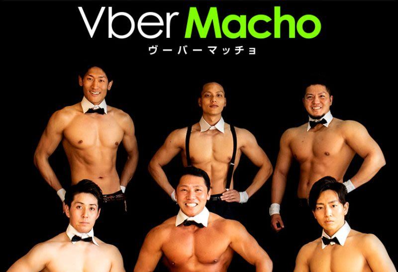 I Japan kan du få leveret sushi af muskuløse mænd med bar overkrop