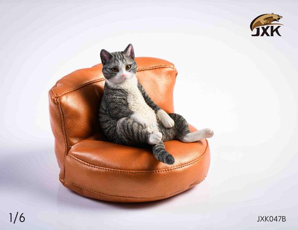 Kat i læder lænestole
